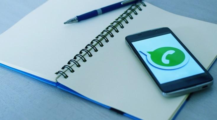 Fitur Terbaru Whatsapp bisa menambah stiker dan emoji